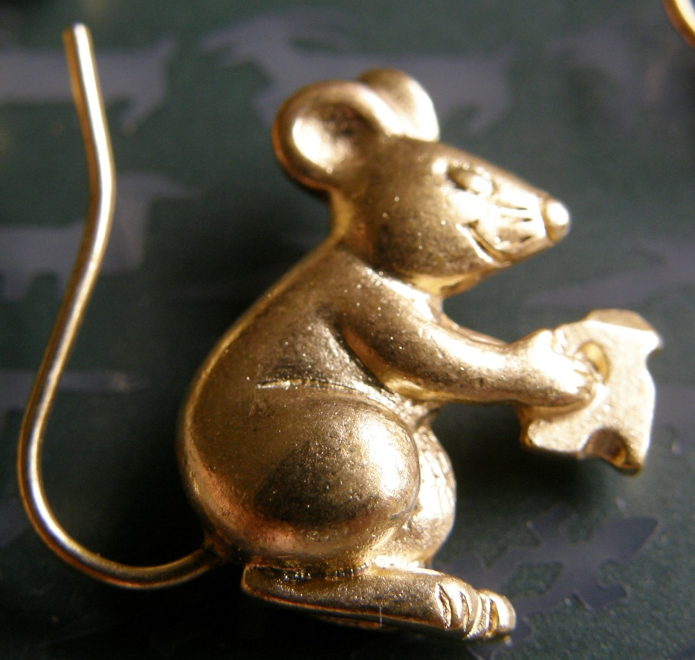 rat with cheese pin